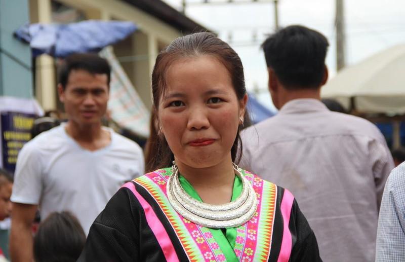   Người Mông biên giới nô nức xuống chợ mừng tết Độc lập - ảnh 12