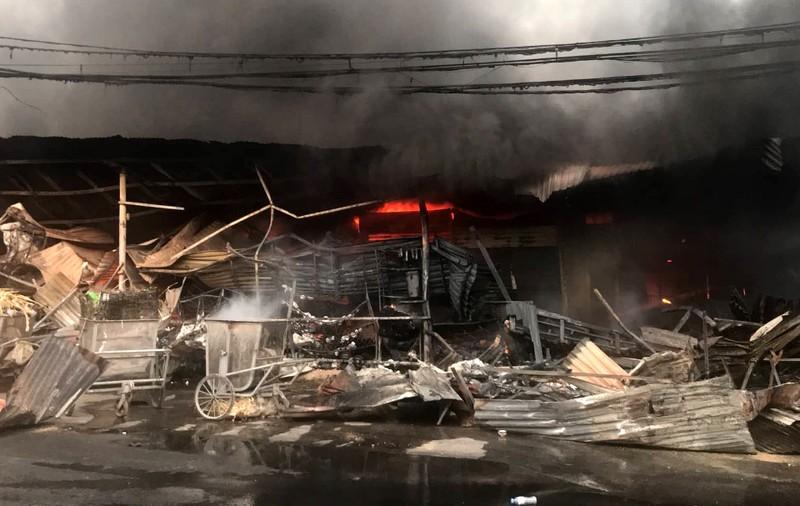 Cháy chợ Còng ở Thanh Hóa, hàng trăm ki ốt bị thiêu rụi - ảnh 3