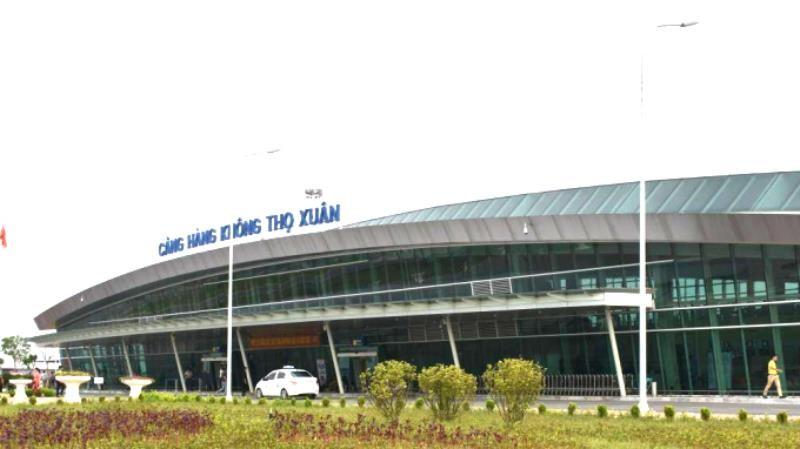 Cách ly 1 hành khách bất ngờ ho, khó thở ở sân bay Thọ Xuân - ảnh 1
