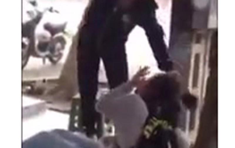 Nữ sinh lớp 10 bị đàn chị đánh tới tấp khi tan học - ảnh 1