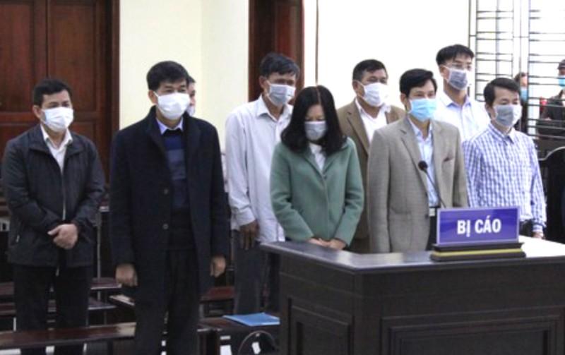 5 cựu cán bộ thanh tra tỉnh hầu tòa vì nhận hối lộ   - ảnh 1