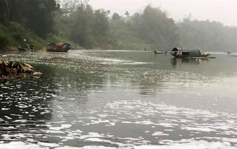 Công an vào cuộc vụ cá chết bất thường trên sông Chu - ảnh 1