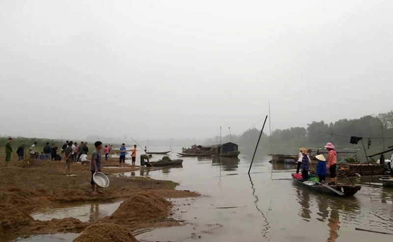 Công an vào cuộc vụ cá chết bất thường trên sông Chu - ảnh 3