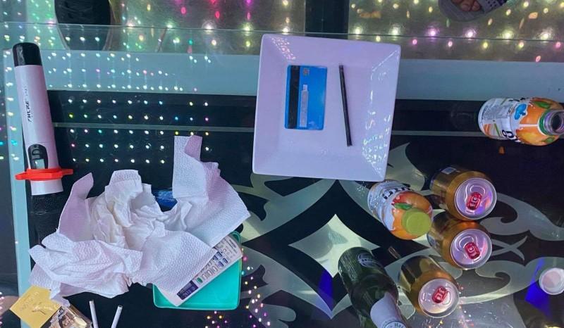11 thanh niên tụ tập hát karaoke, chơi ma túy mừng sinh nhật - ảnh 2