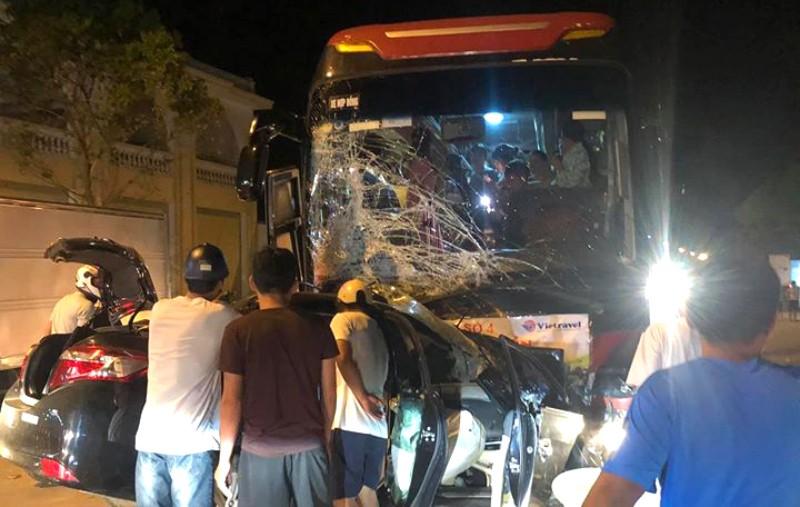 Ô tô 5 chỗ tông trực diện xe khách, 1 người tử vong - ảnh 1