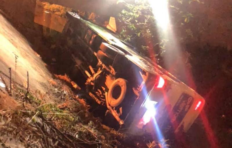 30 học sinh lớp 12 đi chụp kỷ yếu gào thét trong ô tô bị lật - ảnh 1