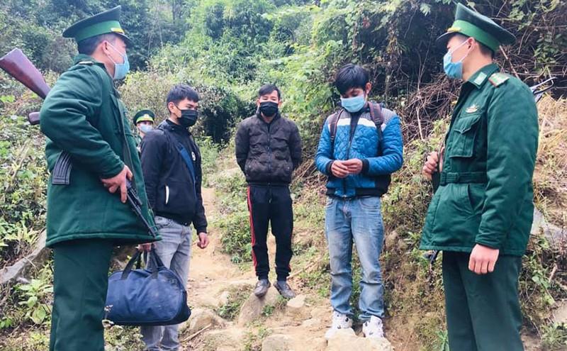 Bắt giữ 3 người nhập cảnh trái phép vào Việt Nam - ảnh 1