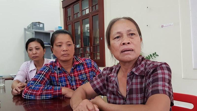 Bà Lương Thị Lý (mẹ Lương Xuân Chung); bà Đỗ Thị Hương (mẹ Bùi Anh Tuân), bà Vũ Thị Tâm (mẹ Phạm Đăng Hậu) sau khi gặp các con trong trại tạm giam.