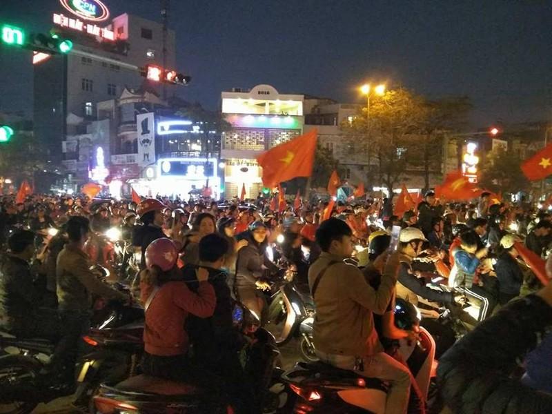 Chảo lửa Lạch Tray bùng nổ vì kỳ tích của U-23 Việt Nam - ảnh 3