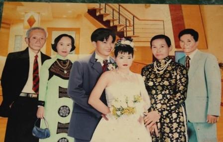 Gia đình ông Cộng trong ngày cưới người con trai chỉ một ngón tay, chân của mình