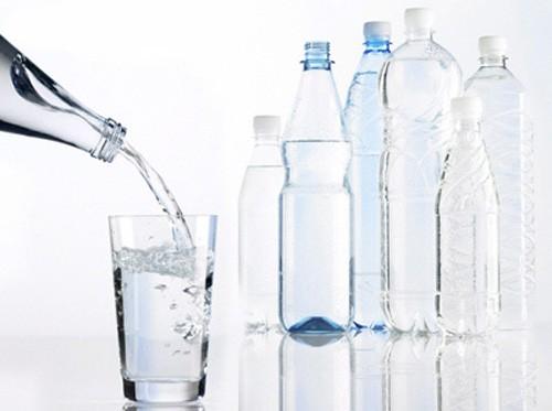 Nước sôi để nguội quá 3 ngày sẽ sinh ra chất gây ung thư - ảnh 1
