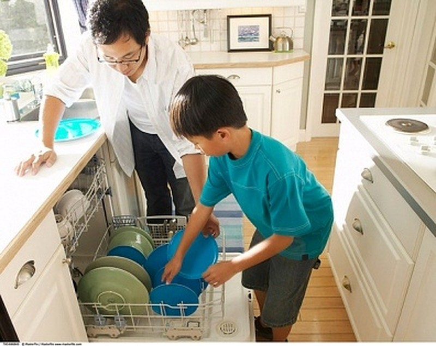 5 mẹo dạy con làm việc nhà và 5 sai lầm cần tránh - ảnh 1
