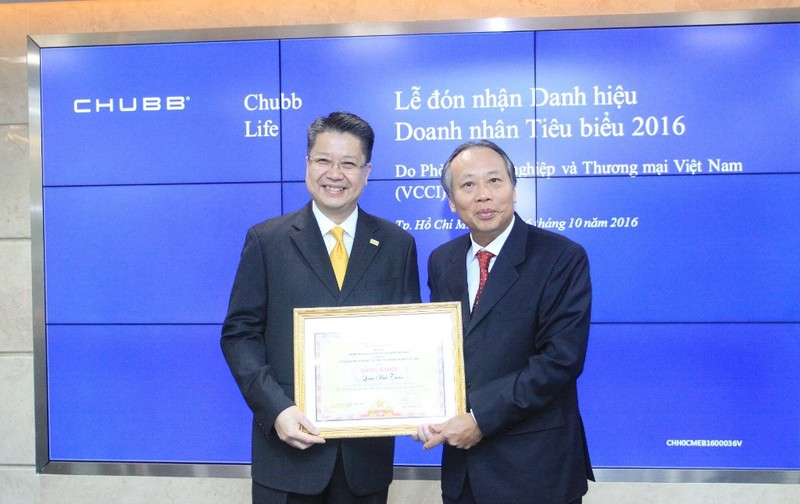Đại diện Chubb Life VN nhận giải doanh nhân tiêu biểu - ảnh 1