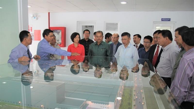 Vinamilk tiếp đoàn đại biểu cấp cao Lào - ảnh 1