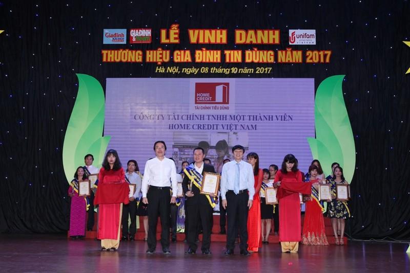Home Credit giành giải Thương hiệu Gia đình tin dùng - ảnh 1