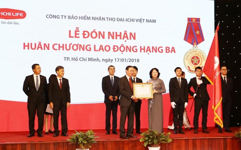 Dai-ichi Việt Nam đón nhận huân chương Lao động hạng Ba - ảnh 1