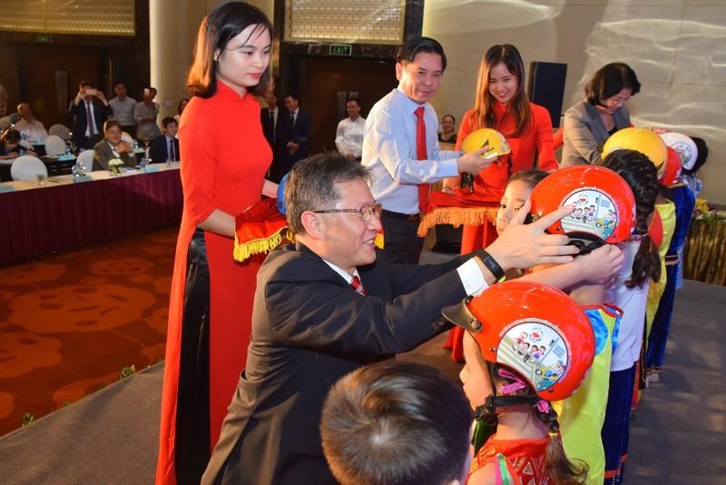 Honda trao 1,95 triệu mũ bảo hiểm cho học sinh lớp 1 - ảnh 2