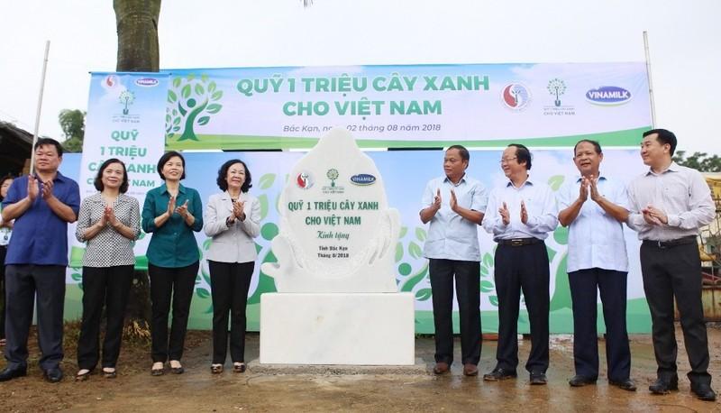 Vinamilk trồng 100.000 cây xanh ở Bắc Kạn - ảnh 1