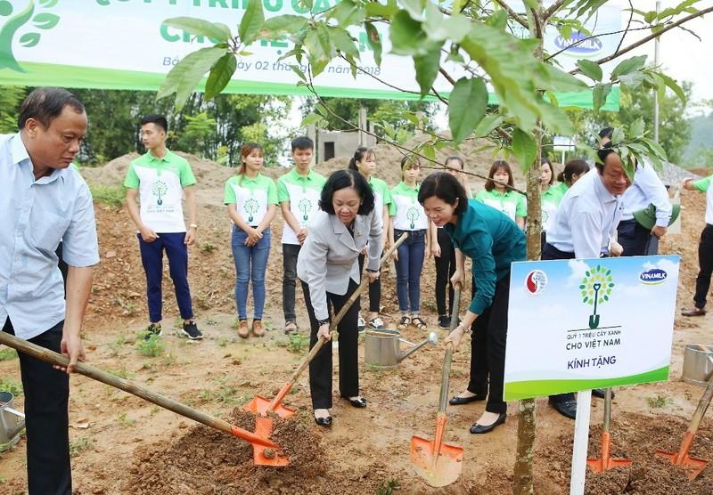 Vinamilk trồng 100.000 cây xanh ở Bắc Kạn - ảnh 2