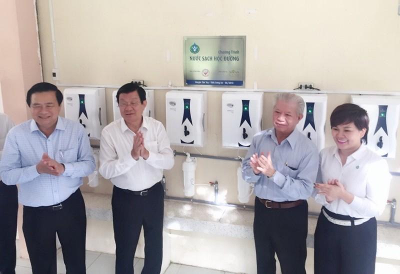 27 trường học tỉnh Long An được trang bị máy lọc nước - ảnh 1