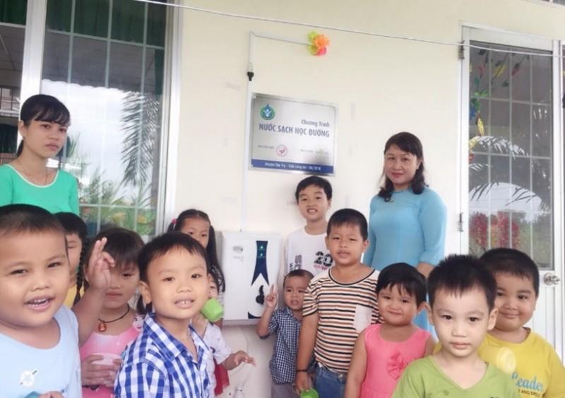 27 trường học tỉnh Long An được trang bị máy lọc nước - ảnh 2