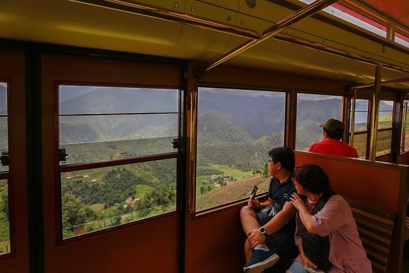 Tàu hỏa leo núi lên Fansipan chỉ 50.000 đồng/hai chiều - ảnh 2