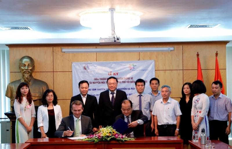FrieslandCampina Việt Nam ký hợp tác với Bộ TN&MT - ảnh 1