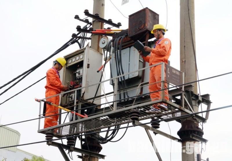 EVNNPC: 46,12% khách hàng thanh toán tiền điện qua ngân hàng - ảnh 1