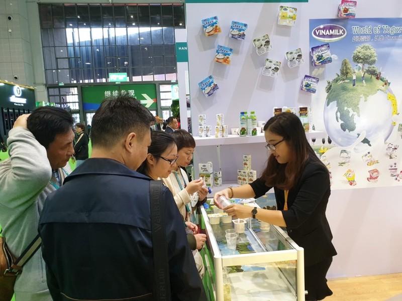 Sản phẩm sữa Vinamilk ra mắt ấn tượng tại hội chợ quốc tế - ảnh 1