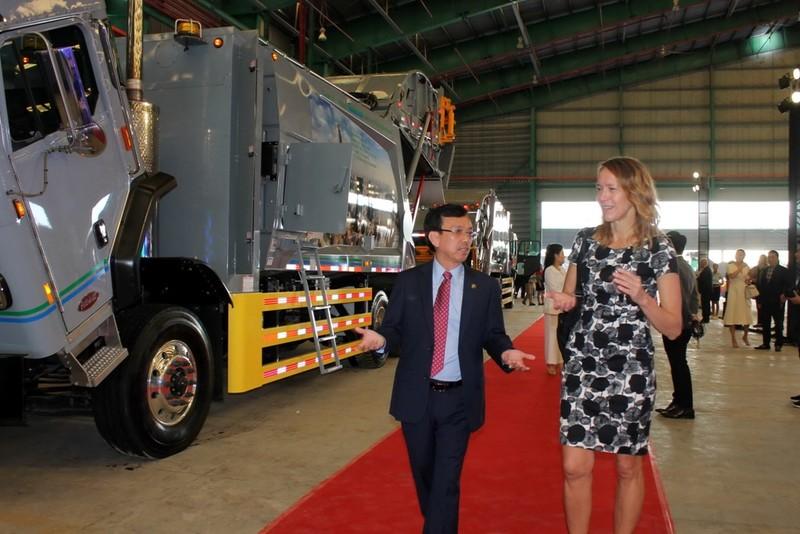 VWS tặng 6 xe chở rác của Mỹ cho TP.HCM, Long An, Kiên Giang  - ảnh 4