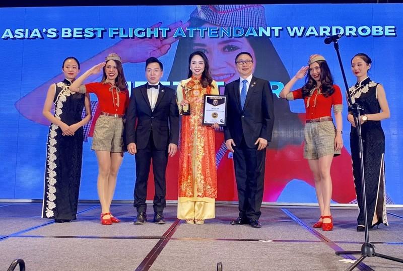 VietJet: 'Đồng phục tiếp viên đẹp nhất châu Á' 2018 - ảnh 1