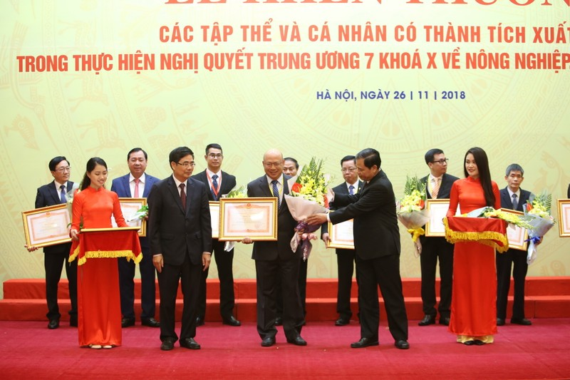 Vinamilk nhận bằng khen của Thủ tướng về phát triển tam nông - ảnh 1