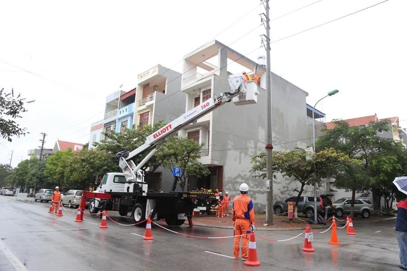EVNNPC chính thức triển khai sửa chữa điện Hotline - ảnh 1