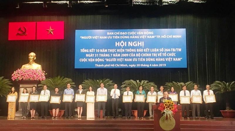 Hỗ trợ hàng Việt, VinCommerce nhận bằng khen từ TP.HCM  - ảnh 1