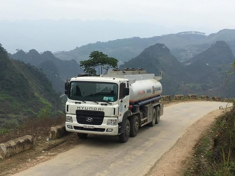 An toàn cho những chuyến xe chở xăng dầu - ảnh 1