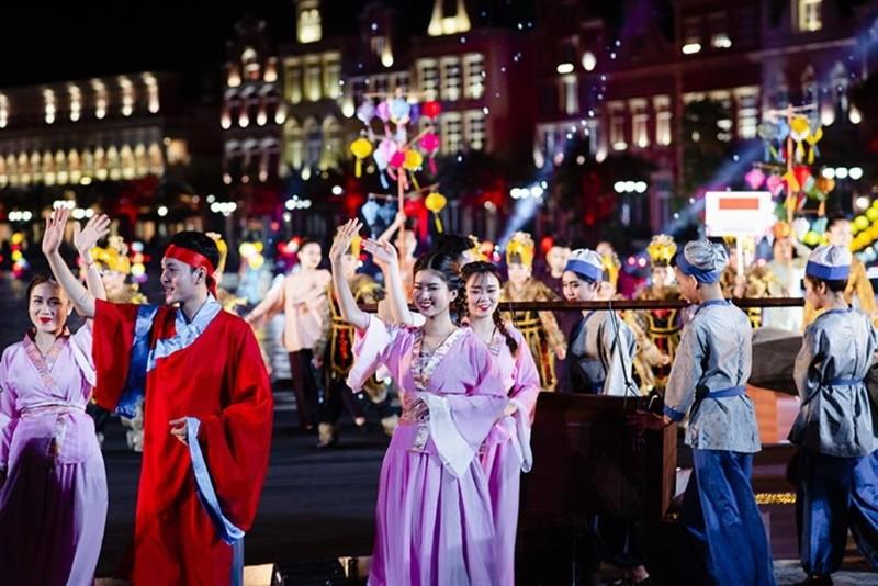 Rực rỡ sắc màu Carnival trên sông tại Vinpearl Land Nam Hội An - ảnh 3
