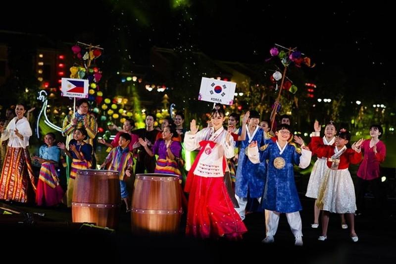 Rực rỡ sắc màu Carnival trên sông tại Vinpearl Land Nam Hội An - ảnh 4