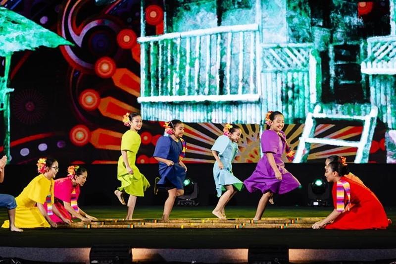 Rực rỡ sắc màu Carnival trên sông tại Vinpearl Land Nam Hội An - ảnh 7