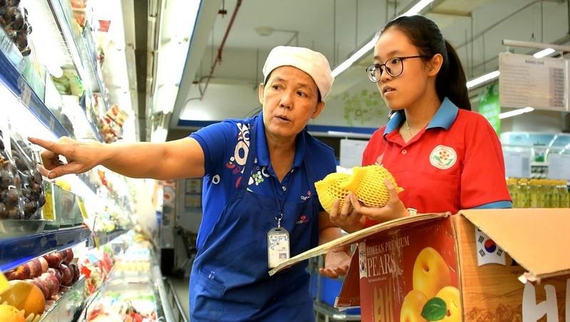 Một ngày làm việc tại siêu thị Co.opmart và Co.opXtra   - ảnh 1