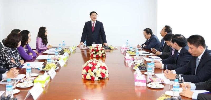Phó Thủ tướng Chính phủ Vương Đình Huệ thăm CN BIDV Yangon     - ảnh 1