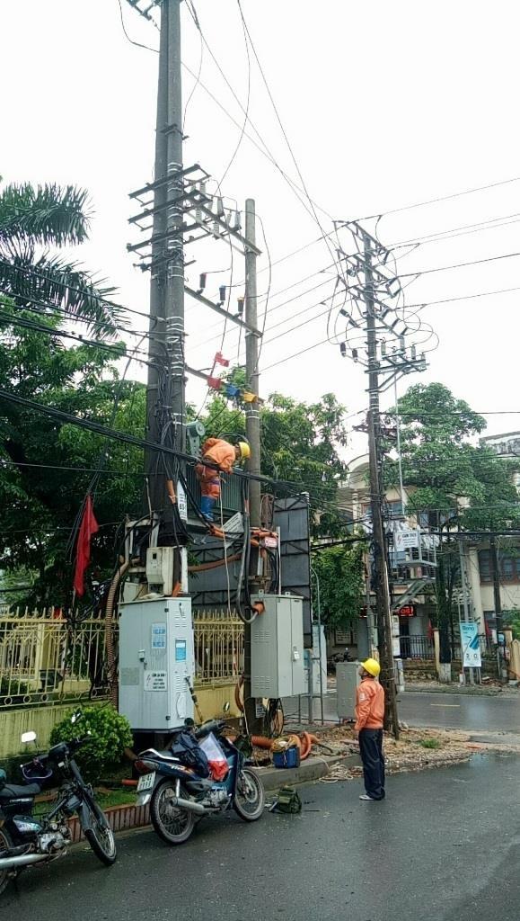 Điện lực miền Bắc khắc phục sự cố sau bão số 2 - ảnh 1
