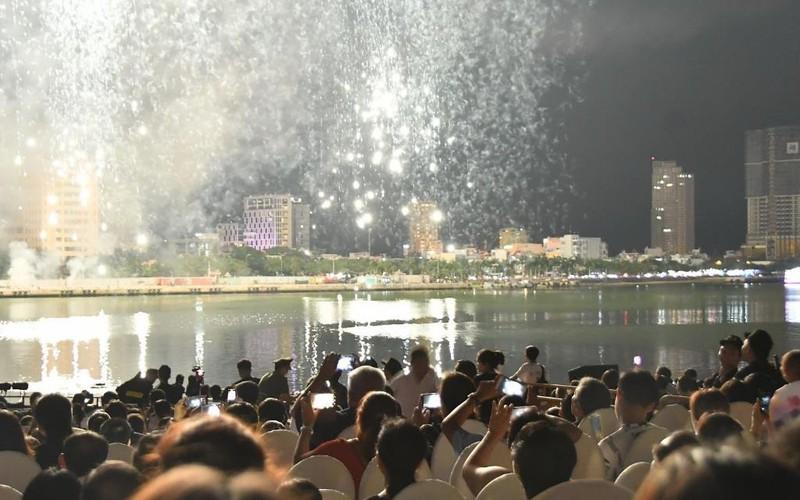 Trải nghiệm 4G Viettel tại lễ hội pháo hoa Đà Nẵng - ảnh 1