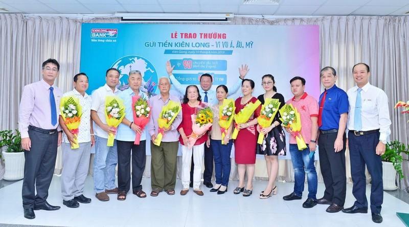 Kienlongbank trao thưởng cho 90 khách hàng  - ảnh 1