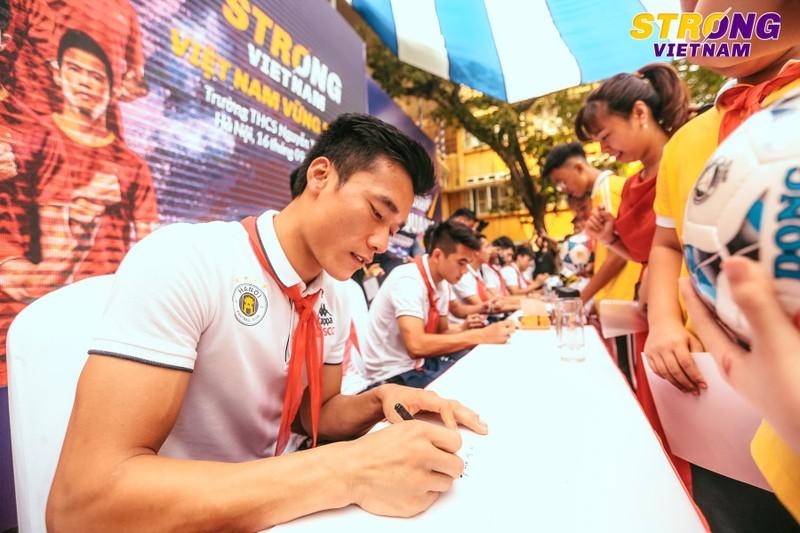 CLB bóng đá Hà Nội truyền cảm hứng cho học sinh thủ đô - ảnh 2