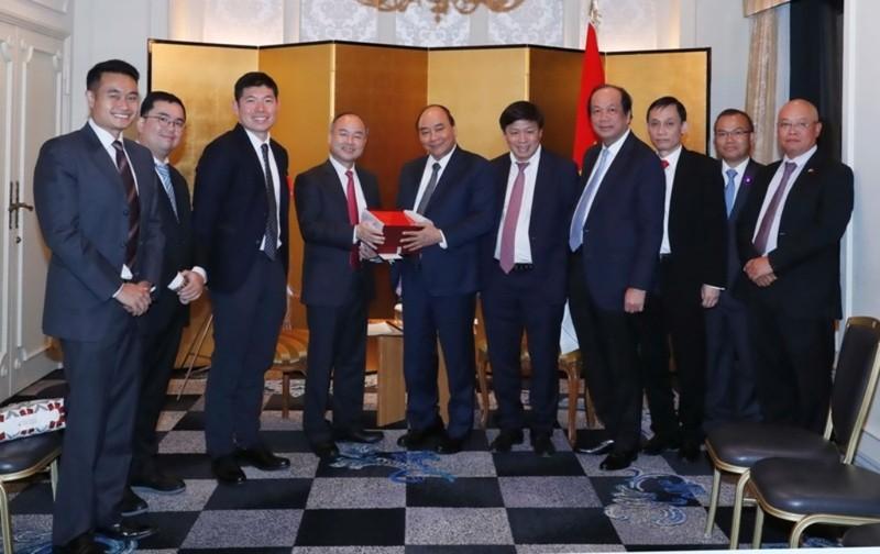 Thủ tướng tiếp tổng giám đốc Tập đoàn SoftBank và Grab         - ảnh 2