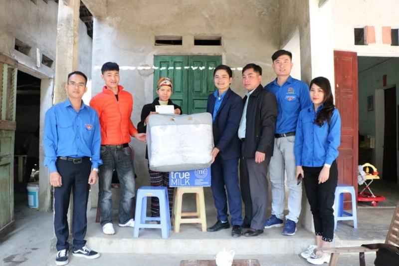 Than Quảng Ninh mang 'mùa đông ấm áp' đến với trẻ vùng cao     - ảnh 2