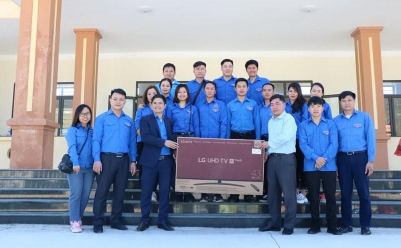 Than Quảng Ninh mang 'mùa đông ấm áp' đến với trẻ vùng cao     - ảnh 4