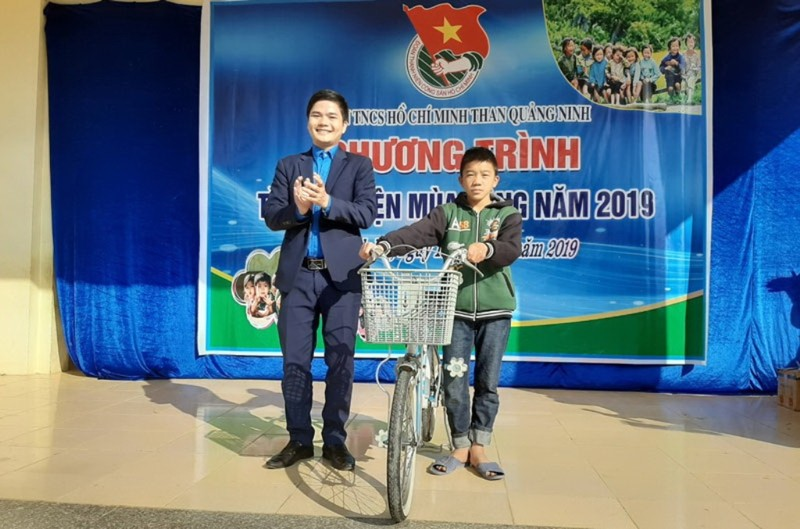 Than Quảng Ninh mang 'mùa đông ấm áp' đến với trẻ vùng cao     - ảnh 3