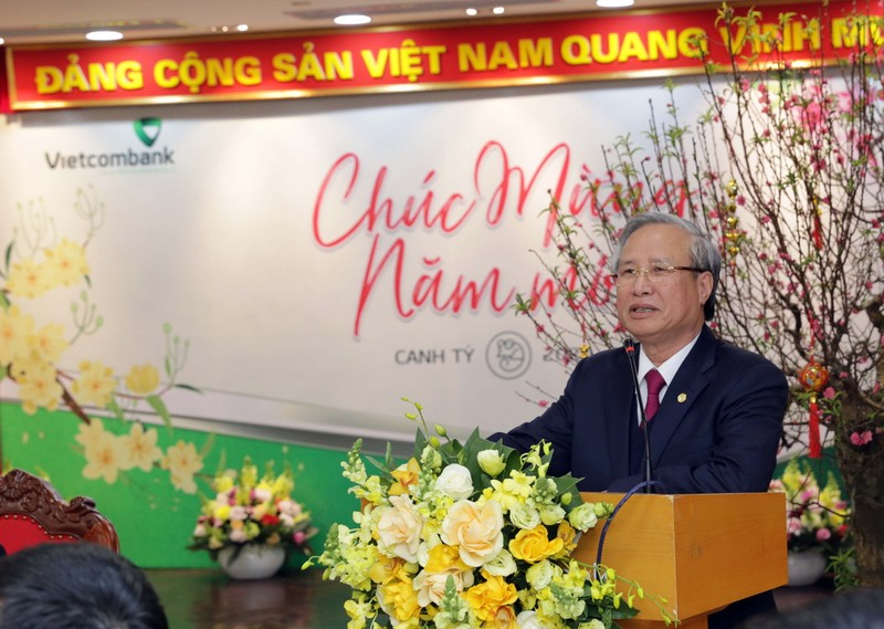 Thường trực Ban Bí thư chúc tết Vietcombank - ảnh 1