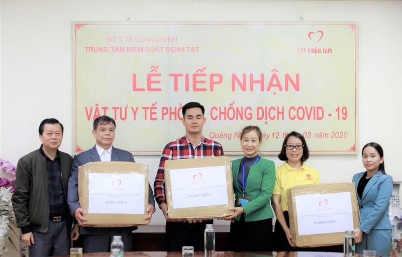 Vingroup tặng 140.000 khẩu trang cho 7 tỉnh biên giới - ảnh 1